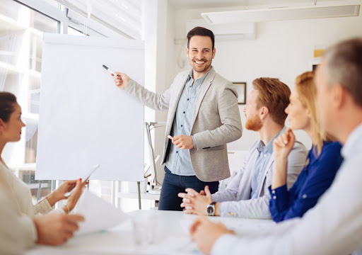 Bilingual freelance trainers wanted